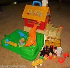 VINTAGE FISHER PRICE LITTLE PEOPLE PLAY FAMILY SCHOOL HOUSE PLAYGROUND #2550 LOT