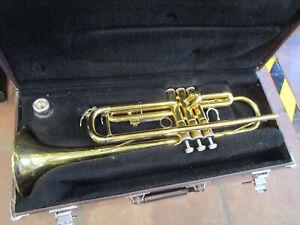 Yamaha YTR-2335 Trumpet  Japan  w/Case