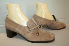 9 B Soft TAUPE Suede NOS Vtg 70s MOD Risque' Pump Stacked Wood Look Heel Shoes