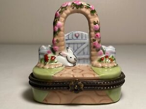 1997 CBK Ltd Trinket Jewelry Ring Box Bunny/Rabbit Garden Gate & Floral Trellis