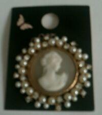 Cameo Brooch BNWT by Mood with faux pearl and rhinestones fashion