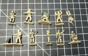 Micro Machines - Military Figures lot - desert camo soldiers