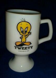 Rare VTG Marriott's GREAT AMERICA Warner Bros.1975 TWEETY Pedetal Mug Milk Glass