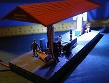 BACHMANN STATION PLATFORM  45194 HO Scale Train Track Building Kit Built Lighted