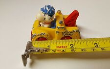 Snoopy Towing peanut metal car1958-1966 United Feature Syndicate,Vintage (b10)