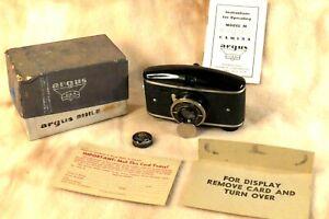 1939 ARGUS MODEL M Camera Box Manual Lens Cap Half Frame 35mm 828 Film