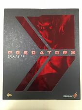 Hot Toys MMS 147 Predators Tracker Predator with Hound 14 inch Action Figure NEW
