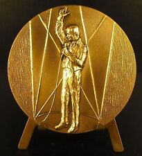 Médaille au chanteur Yves Montand sc Lovy 68 mm French singer artist medal
