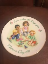 """1991 Mother's Day 5"""" Plate Avon Love Makes All Things Grow"""