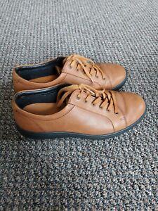 Mens Size 8 Tan Lace Up Shoes