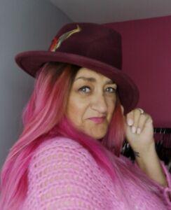 "Burgundy Fedora Hat 100% Wool Feathers Band Brim UK Handmade Medium 22.5"" circ"