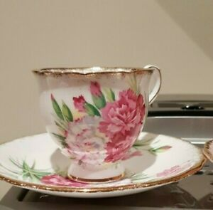 Vintage pair of Miss Matched Coffee cups Stunning