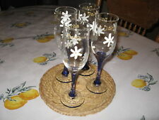 HAND PAINTED CELEBRATION WHITE DAISY GLASSES WITH GOLD SCRIBBLED DAISY WRITTEN