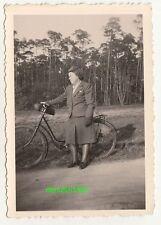 Foto Dame mit Fahrrad 2 Wk IIWW ! (F306