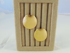 VINTAGE SARAH COVENTRY RIBBED CLIP EARRINGS GOLD TONE ROUND SHELL DESIGN MINT