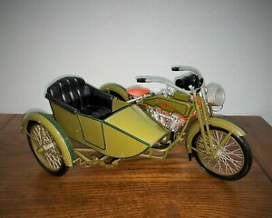 1917 Harley-Davidson Motorcycle 3 speed V-twin with Sidecar - 1:6 Scale - Xonex