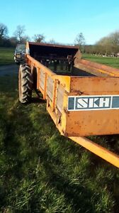 S K H rear discharge muck spreader lovely working condition  ready for work