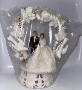 Vintage NOS Bride & Groom Wedding Cake Topper With Faux Flower & Leaf Wreath