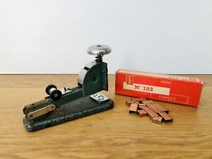 Vintage Vanguard Type No 4A Desktop Stapler With A Few Coppered Staples