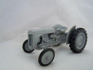 @Universal Hobbies Ferguson TE 20 Tractor Model@