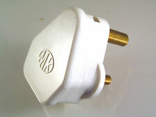 MK Electric Round 3 Pin Plug 250V 5A Rated Lighting Use Etc. OM1049