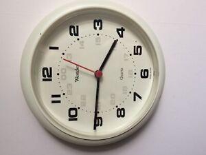 Westclox wall clock battery powered 8 inch diameter