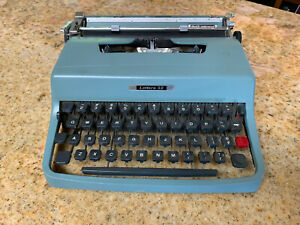 Vintage Blue Olivetti Underwood Lettera 32 Manual Portable TYPEWRITER W/ Case
