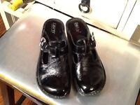 Born Buckle Clog Women size 36.5/ US 6 M Black Leather- EUC