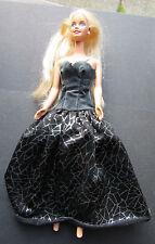 Barbie capelli biondi occhi azzurri doll in Nero Abito Da Ballo