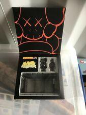 New Medicom KAWS Kubrick Bus Stop Set 1 Bearbrick Vinyl Figure Toy 2002 3540 BNB