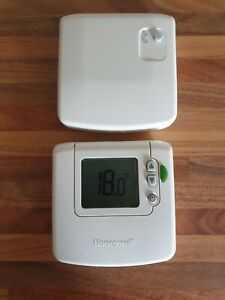 Honeywell DT92E Wireless Room Thermostat with stand