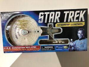 Diamond Select Star Trek Starship Legends U.S.S. Enterprise NCC-1701