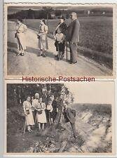(F6112) 2x Orig. Foto Personen wandern, Waldrand, Feldweg, vor 1945