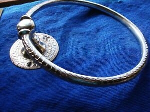 Moroccan silver colour hand HAMMERED round ring flexible towel holder   W20cm