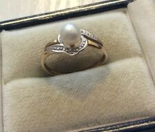 Pretty Ladies Vintage 9 Carat Gold Cultured Pearl & Tiny Diamond Ring - N