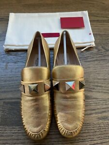 VALENTINO GARAVANI ROCKSTUD METALLIC LEATHER LOAFER GOLD Size 37.5 7.5 L@@K!