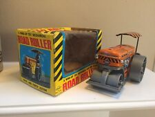 YONE 2126 WIND UP TIN TOY MECHANICAL BACK AND FORTH ROAD ROLLER IN ORIGINAL BOX