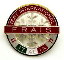 Spilla Frais Test International II Italia (Bertoni Milano) cm 3,8 x 3,5