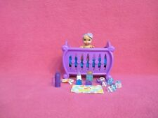 "2-1/2"" BARBIE BABYSITTERS BABY DOLL + TINY PURPLE CRIB MINIATURE ACCESSORIES LOT"