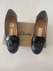 Clarks Size 5 Black Shoes)