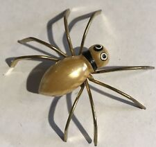 VINTAGE PEARLESCENT YELLOW LAQUER ON WOOD & BRASS DIMENSIONAL SPIDER PIN BROOCH
