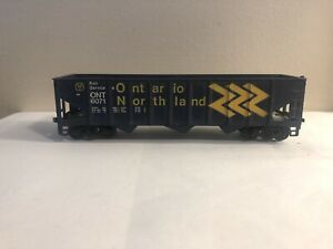 (02) ROUNDHOUSE 40' 3 BAY HOPPER CAR ONTARIO NORTHLAND ON RAIL HO SCALE LIKE NEW