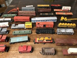 Vintage TYCO  Bachmann Ho Scale Tank Caboose Box Train Cars Lot of 32 D8
