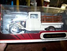 1934 Ford Pick Up - White  Road Signature 1:18 Truck