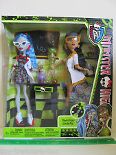 Monster High Class Room - Lab Partners - GHOULIA YELPS & CLEO de NILE Dolls