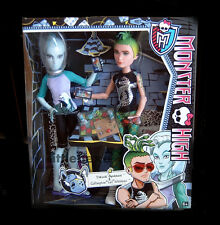 """Monster High 2er - Set Gillington  """"Gil"""" Webber & Deuce Gorgon CBX42 NEU OVP"""