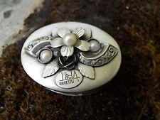 Boite en métal argenté décor en relief fleurs perles  Oggetti Italy