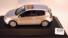 Schuco 1/43 VW Golf V plata OVP #974