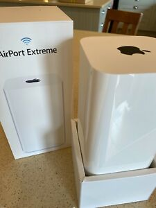 Apple Airport Extreme 6th Gen ME918B/A / A1521 base station