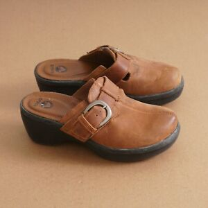 Crocs Womens Cobbler Buckle Clog Shoes Size 7 Tan Leather Wedge Slip On 15513